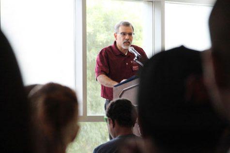 Clubs build conexiones at CUB tabling event