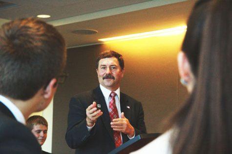 Senator discusses higher education funds