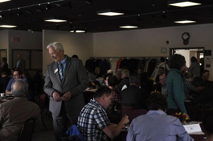 Pullman+Mayor+Glenn+Johnson+at+the+Gladish+Community+Center+on+Tuesday.