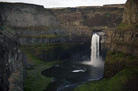 Crews attempt to recover body after fall at Palouse Falls
