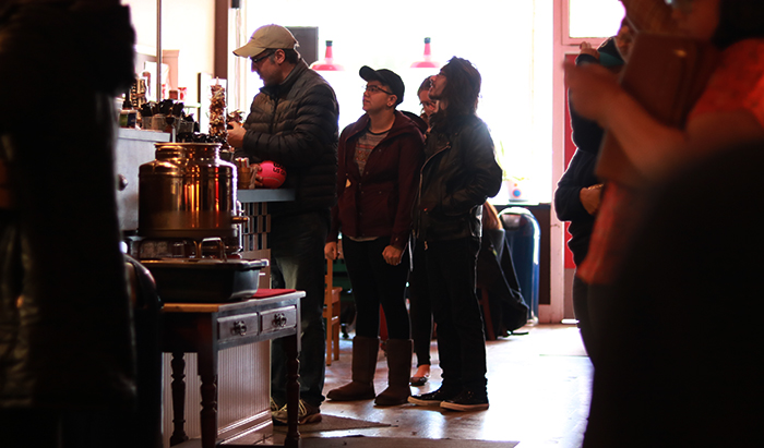 Customers+wait+in+line+to+order+on+Saturday+at+the+Daily+Grind%2C+a+coffee+shop+located+on+Main+Street+in+downtown+Pullman.