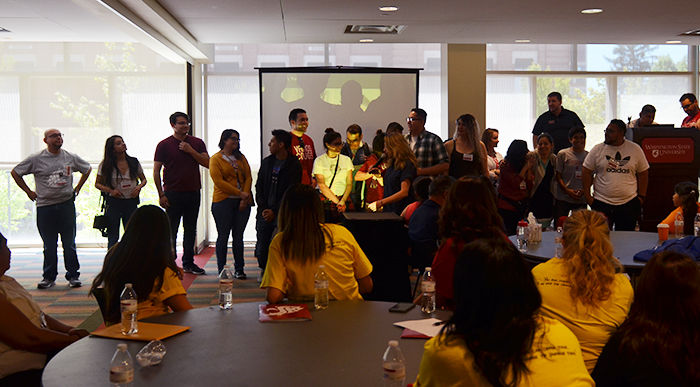 WSU student volunteers share their experiences with incoming students and their families at a La Bienvenida Alive! workshop in the CUB.