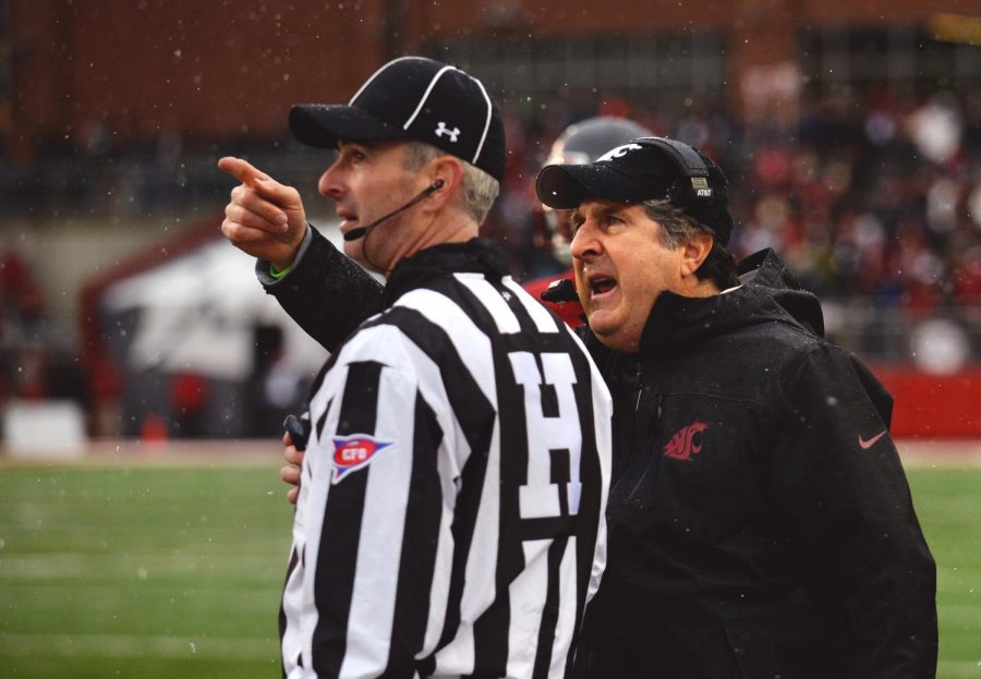 Head+Coach+Mike+Leach+points+to+the+jumbo+Tron+playing+footage+of+a+call+%0Aand+argues+with+a+referee+during+the+Dad%E2%80%99s+Weekend+game+against+Stanford.