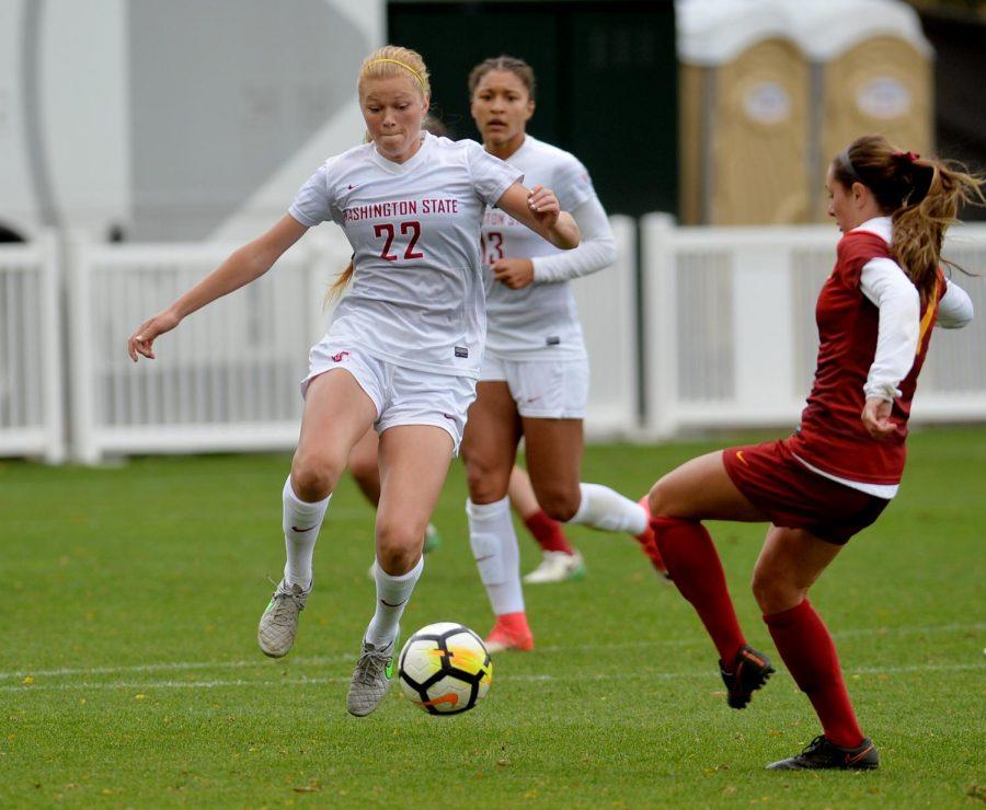 USC sophomore defender Julia Bingham challenges WSU redshirt sophomore midfielder Shayna Whieldon for the ball in an Oct. 22 game.
