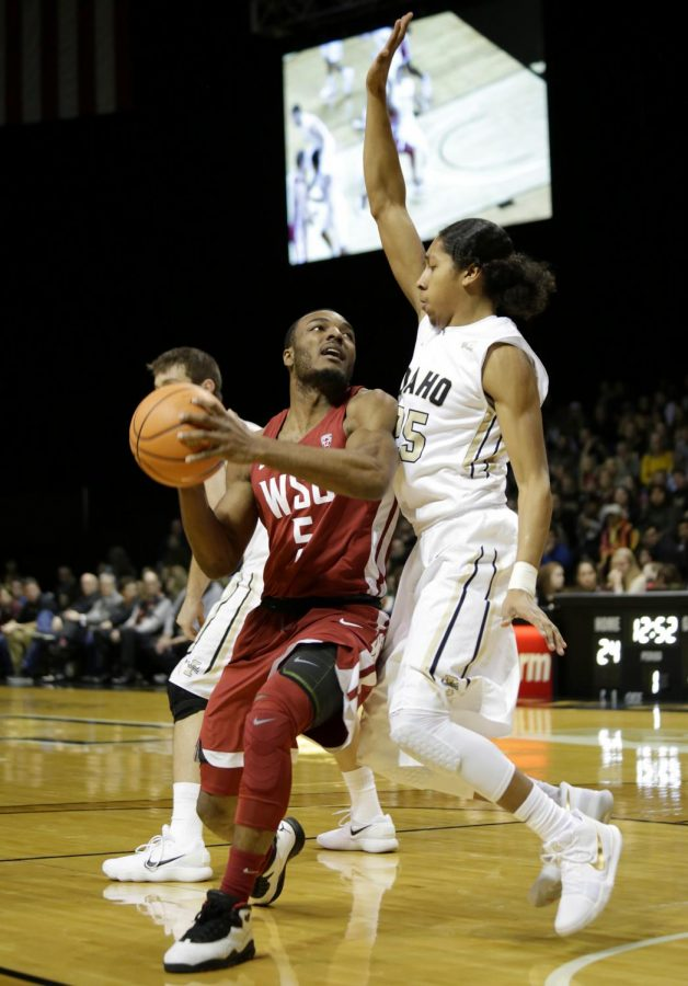 Redshirt+freshman+guard+Milan+Acquaah+makes+a+layup+for+WSU+on+Wednesday+in+the+Kibbie+Dome.