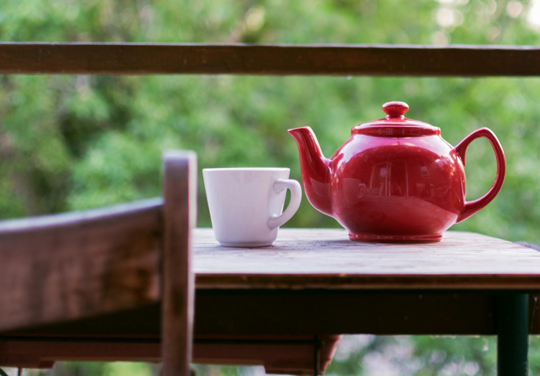 Dr. Linda Kingbury said black, white and green tea contain caffeine but are still healthier than coffee.