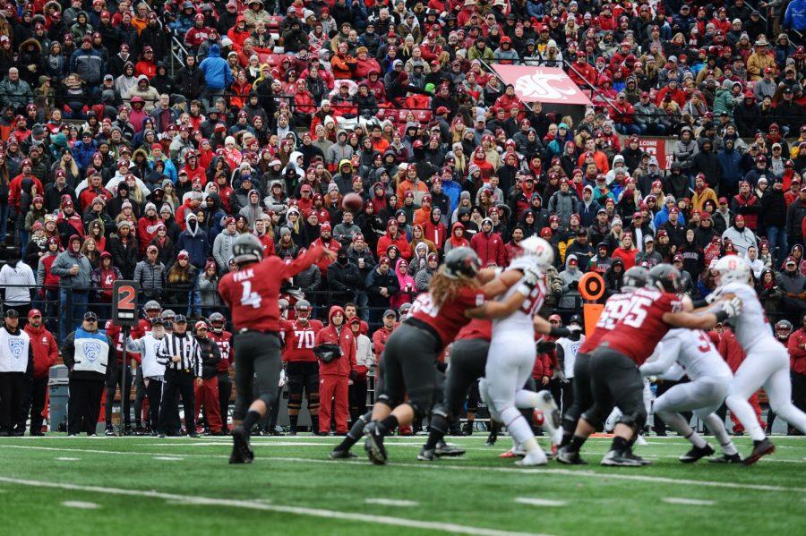 Then-redshirt+senior+quarterback+Luke+Falk+throws+a+pass+in+Martin+Stadium+during+a+game+against+Stanford+on+Nov.+4%2C+2017
