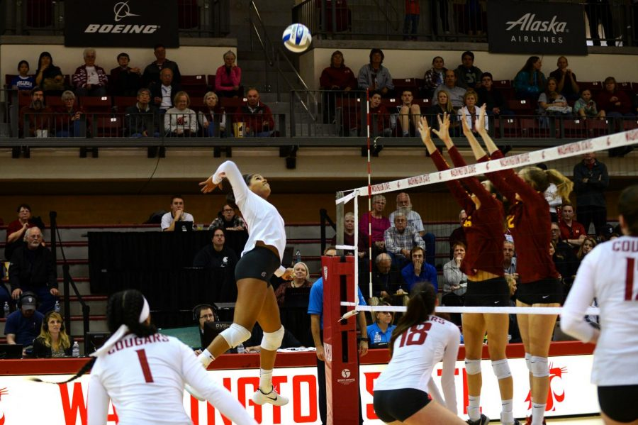 Then-junior+outside+hitter+Taylor+Mims+attempts+to+spike+the+ball+against+the+University+of+Southern+California+defense+Oct.+29%2C+2017+in+Bohler+Gymnasium.+WSU+will+play+in+Pullman+for+the+first+time+this+year+Friday.