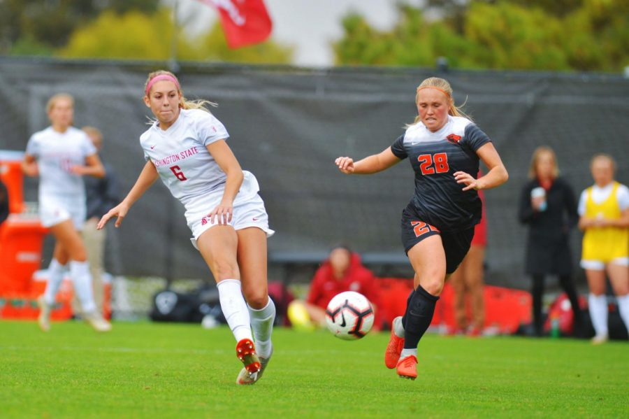 Junior+forward+Morgan+Weaver+takes+a+shot+on+goal+after+beating+Oregon+State%27s+redshirt+junior+defender+Jessi+Witherington+in+the+match+Sunday+at+the+Lower+Soccer+Field.