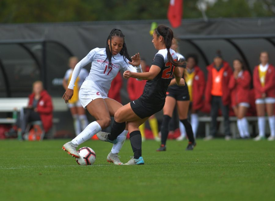 Working her way around the top of the 18-yard box, freshman forward Hailey Smith keeps the ball out of the reach of Oregon State's freshman defender Ilihia Keawekane in the matchup on Sunday afternoon.