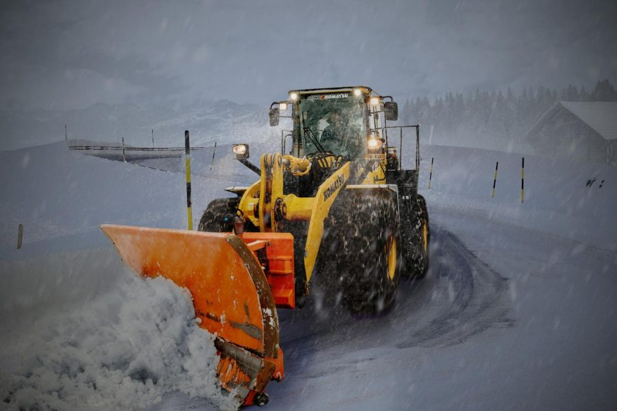 WSU+large+equipment+crews+use+equipment+similar+to+the+picture+above+to+remove+several+inches+of+snow+from+roadways+in+Pullman+on+Monday+night.