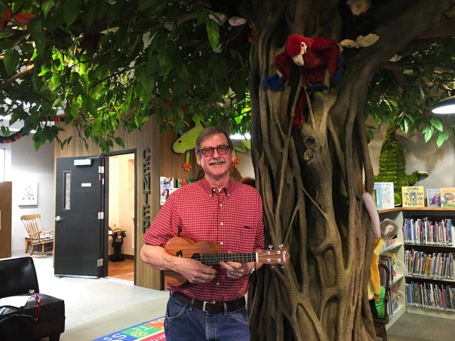 Scott+Hallett%2C+founder+and+instructor+of+the+Ukulele+Players+of+the+Palouse%2C+says+he+had+a+trip+to+Hawaii+and+bought+a+ukulele+because+he+could+not+bring+his+guitar.+Hallett+then+discovered+his+passion+for+the+instrument.