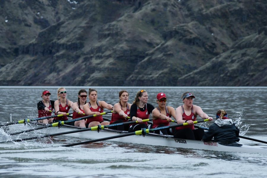 WSU+rowing%E2%80%99s+second+varsity+eight+races+Sunday+morning+on+the+Snake+River.+The+Cougars+finished+third+with+a+time+of+7%3A00.2.