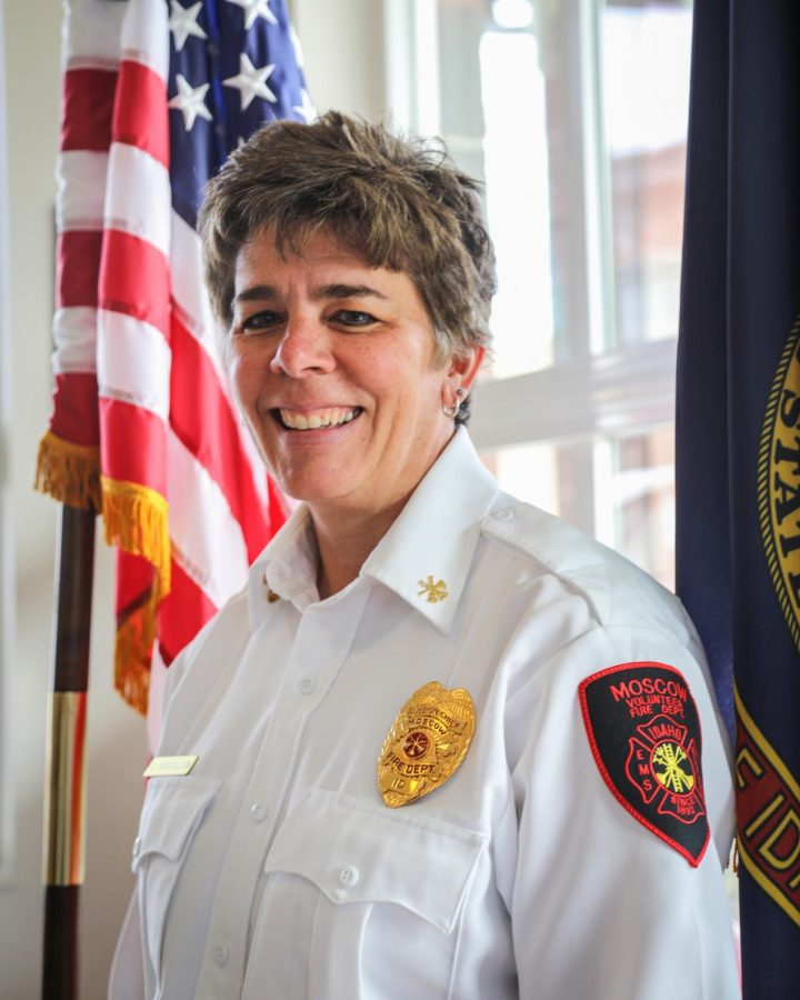 Debby+Carscallen%2C+division+chief+of+emergency+medical+services%2C+has+earned+awards+like+Firefighter+of+the+Year+and+Emergency+Medical+Technician+of+the+Year.