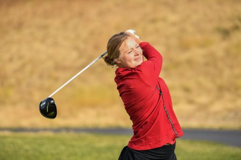 Women's golf tees off