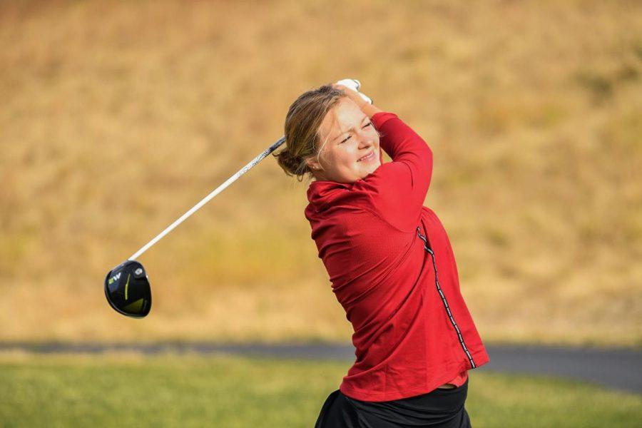 Women%27s+golf+tees+off