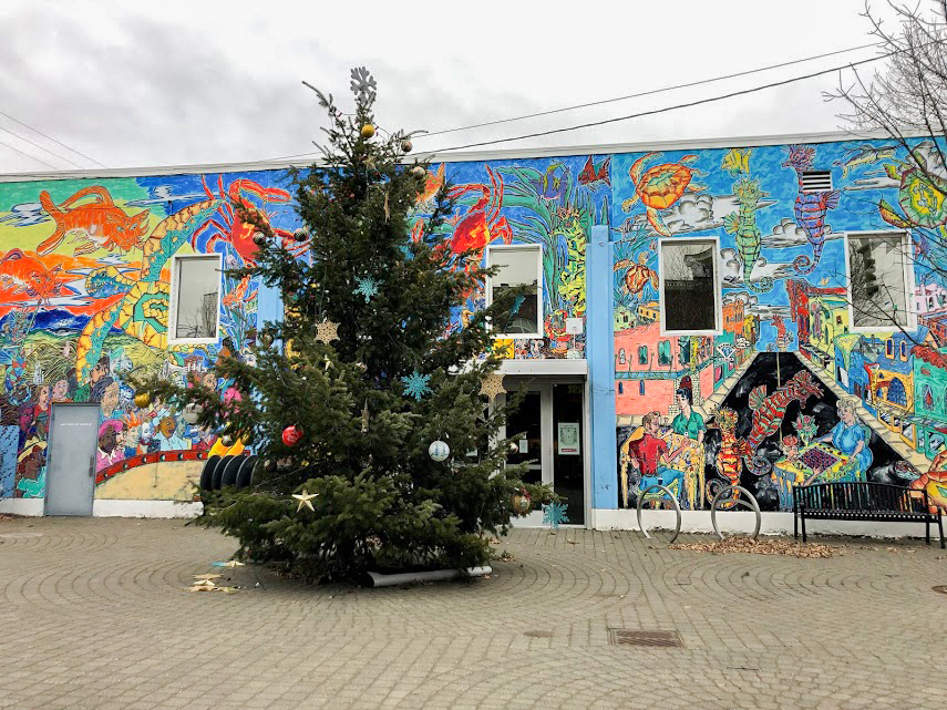 A+tree+is+decorated+for+Christmas+near+local+small+businesses.+Small+businesses+are+preferred+by+some+shoppers+over+larger+retailers+because+of+product+quality.