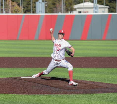 Baseball ends losing streak, picks up first conference win