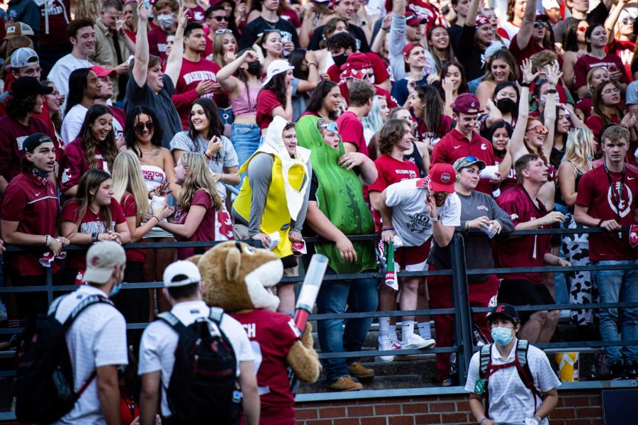 WSU+fans+cheer+on+the+Cougs+against+Portland+State+on+Sept.+11%2C+2021%2C+in+Martin+Stadium.