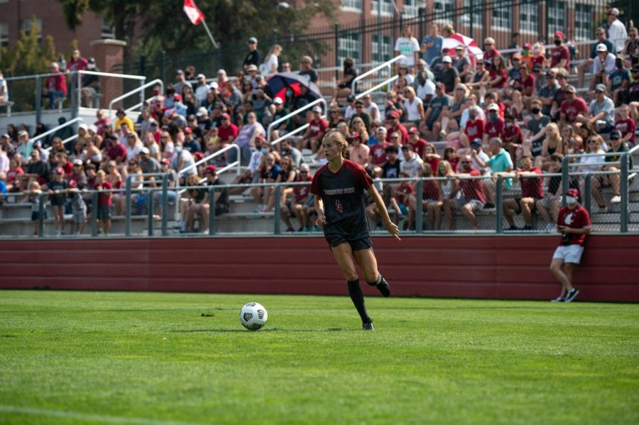 WSU+forward+Grayson+Lynch+dribbles+across+the+field+in+the+first+half+on+Sept.+5+at+the+Lower+Soccer+Field+in+Pullman.